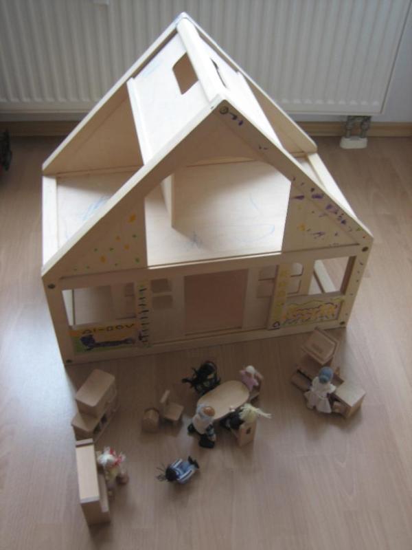 puppenhaus mit zubeh r von beeboo in erlangen holzspielzeug kaufen und verkaufen ber private. Black Bedroom Furniture Sets. Home Design Ideas