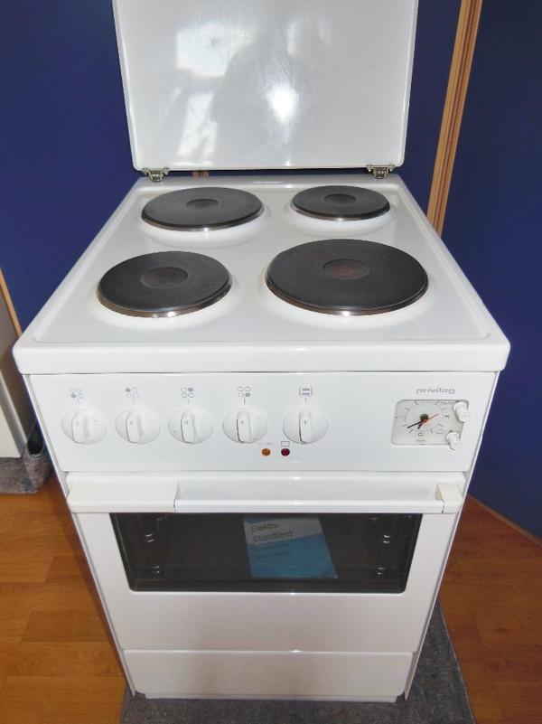 wegen eines k chenumbaus verkaufen wir unseren elektro standherd marke privileg der. Black Bedroom Furniture Sets. Home Design Ideas