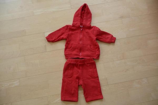 rote hose und jacke dazu wei es sweatshirt in bad sch nborn babykleidung schuhe kaufen und. Black Bedroom Furniture Sets. Home Design Ideas
