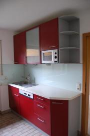 rote Küche zu