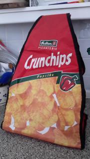 Rucksack mit Chipswerbung