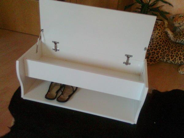 schuhbank mit klappe in weissem lack in m nchen garderobe flur keller kaufen und verkaufen. Black Bedroom Furniture Sets. Home Design Ideas