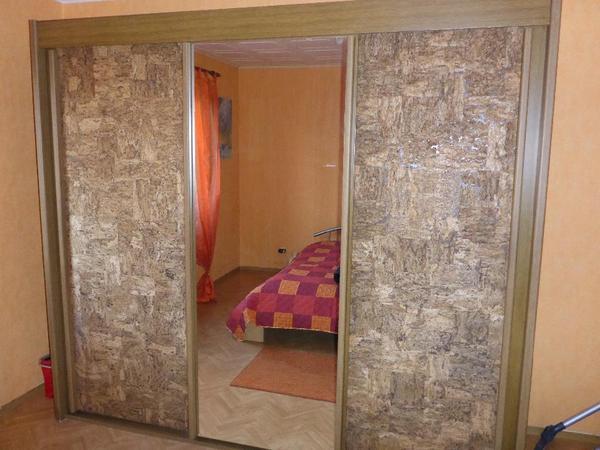 schwebet renschrank spiegel kork t ren f r schlafzimmer in f rth haushaltsaufl sungen kaufen. Black Bedroom Furniture Sets. Home Design Ideas