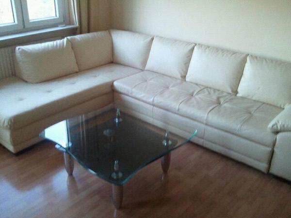 sehr gro e ausklappbare wohnzimmer couch aus leder imitat in stuttgart freiberg polster. Black Bedroom Furniture Sets. Home Design Ideas