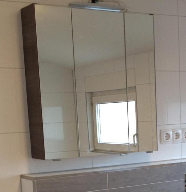 angebot moderner 3 t riger spiegelschrank in graphit struktur inkl 6 einlegeb den 1 led. Black Bedroom Furniture Sets. Home Design Ideas