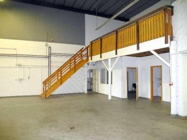 suche werkstatt halle garage mit wohnbereich k che und bad in stuttgart vermietung. Black Bedroom Furniture Sets. Home Design Ideas