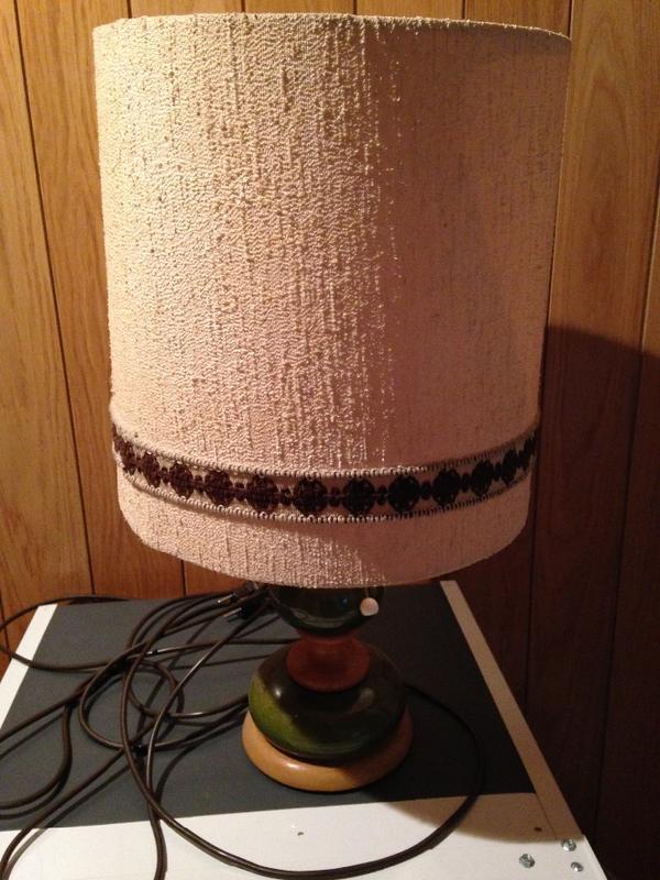 tischlampe schirm beige holzfu vintage 60er 70er jahre. Black Bedroom Furniture Sets. Home Design Ideas