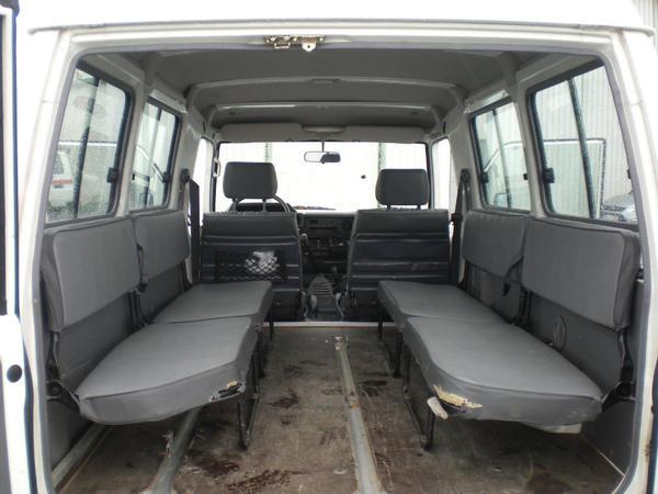 the car toyota land cruiser td hzj75 of 7100. Black Bedroom Furniture Sets. Home Design Ideas