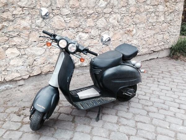 velocifero 50ccm italjet vespa lookalike in worms. Black Bedroom Furniture Sets. Home Design Ideas