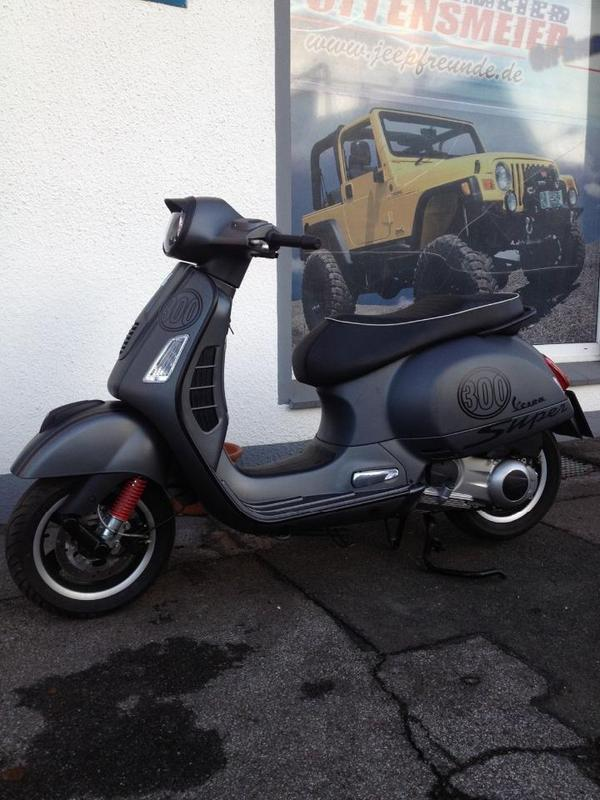 vespa gts 300 41 kw 1200 km ez 7 2010 1 hand es. Black Bedroom Furniture Sets. Home Design Ideas