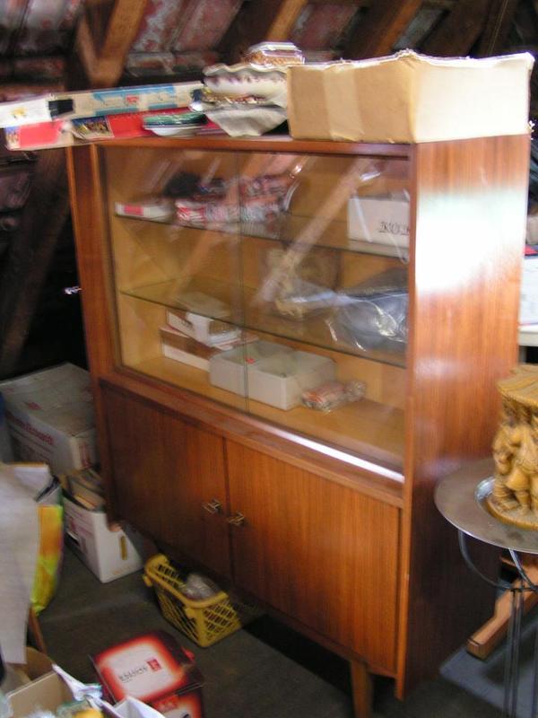 Vintage vitrine 70er shabby chic alt highboard glasvitrine for Vitrine alt