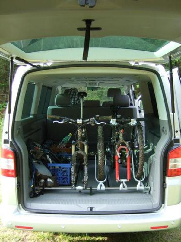 vw t5 t6 multivan innenraum fahrradtr ger hecktr ger thule innen in b nde fahrrad. Black Bedroom Furniture Sets. Home Design Ideas