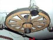 Wagenrad als Lampe