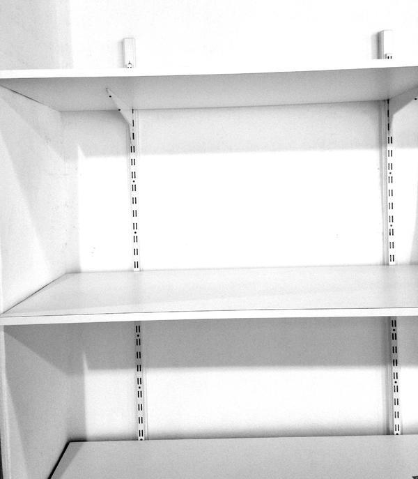 wand regal system wei bestehend aus wandschienen tr gern 2 reihig b den verschiedene. Black Bedroom Furniture Sets. Home Design Ideas