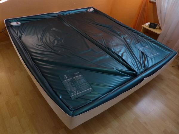 wasserbett getrennte matratzen abgebaut und abholbereit. Black Bedroom Furniture Sets. Home Design Ideas