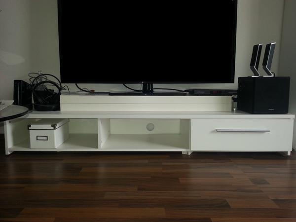 wei e wohnzimmerm bel zus tzl wei er ovaler glatisch in. Black Bedroom Furniture Sets. Home Design Ideas