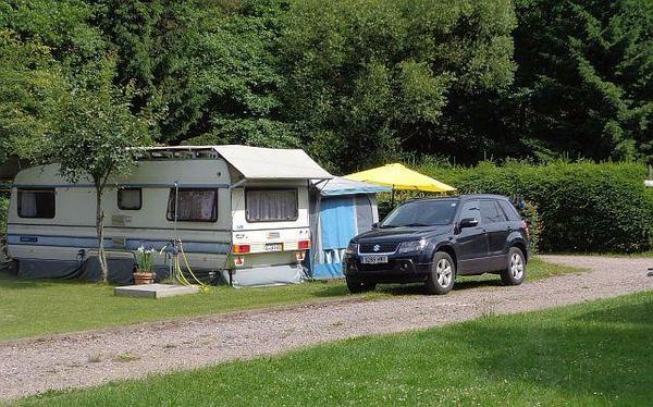wohnwagen mit stellplatz in waldfischbach burgalben. Black Bedroom Furniture Sets. Home Design Ideas