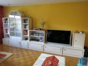 Wohnzimmerwand mit Sideboard