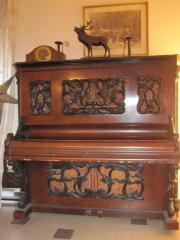 Wunderschönes altes Klavier