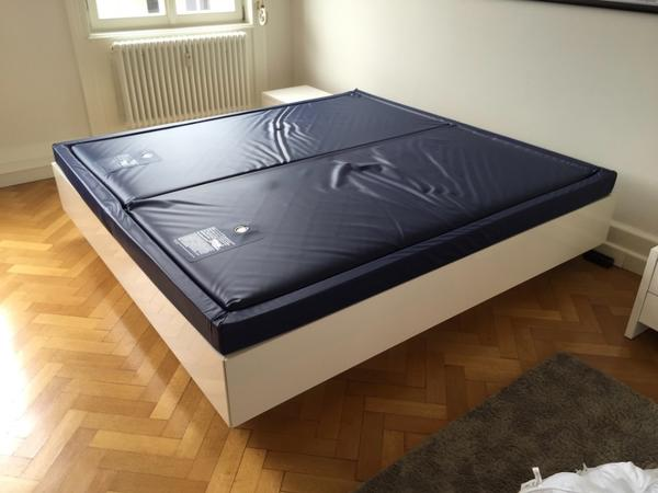 wundersch nes vom schreiner gefertigtes wasserbett nachtk stchen in stuttgart betten kaufen. Black Bedroom Furniture Sets. Home Design Ideas