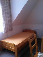 Zimmer möbliert