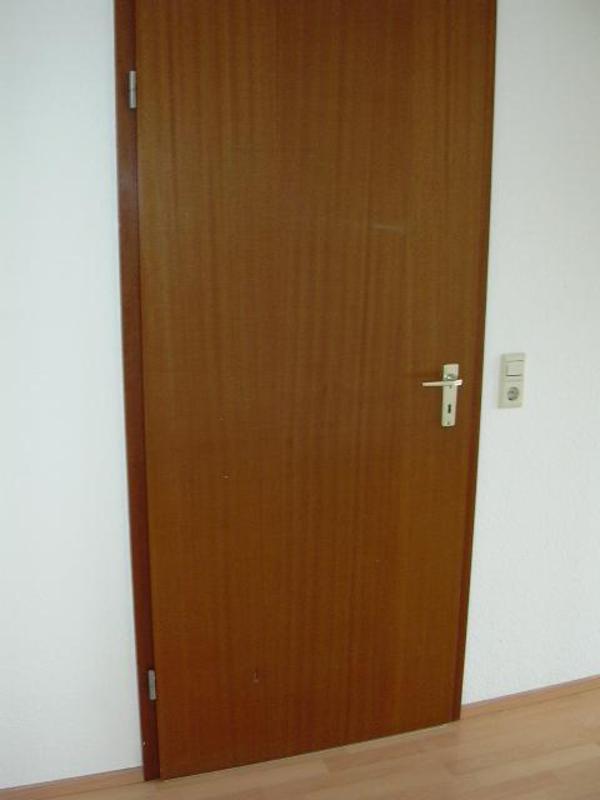 suche zimmert r furniet mahagoni r hrenspanplatten siehe foto aus dem raum t bingen 50km. Black Bedroom Furniture Sets. Home Design Ideas