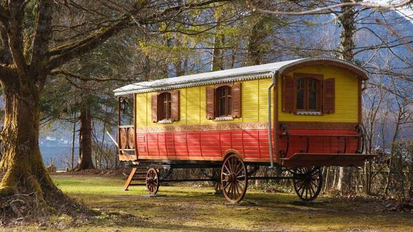 zirkuswagen salon nostalgiie in m nchen wohnwagen. Black Bedroom Furniture Sets. Home Design Ideas