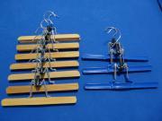 10 Hosenbügel aus Holz und