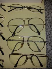 11 alte Brillen