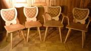 4 Stühle aus