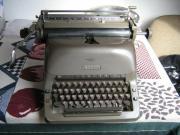 Alte Adler-Schreibmaschine