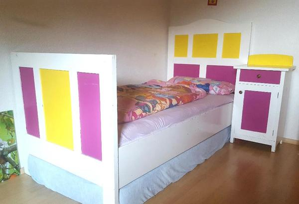altes bett mit nachtk stchen gut geeignet zum ablaugen in bersaxen stilm bel bauernm bel. Black Bedroom Furniture Sets. Home Design Ideas