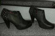 Ankle Boots / Schwarz /