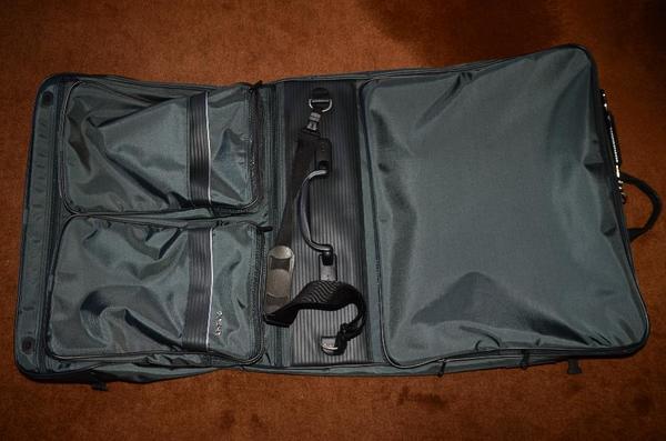 anzug kleiderh lle marke delsey mit 3 b geln f r anz ge in stuttgart taschen koffer. Black Bedroom Furniture Sets. Home Design Ideas
