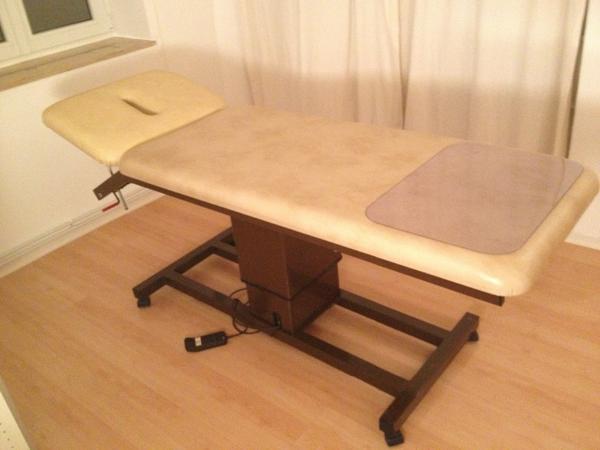 behandlungsliege massageliege elektrisch h henverstellbar. Black Bedroom Furniture Sets. Home Design Ideas