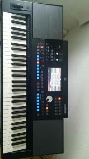Biete neuwertiges Keyboard