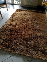 Brauner Teppich in