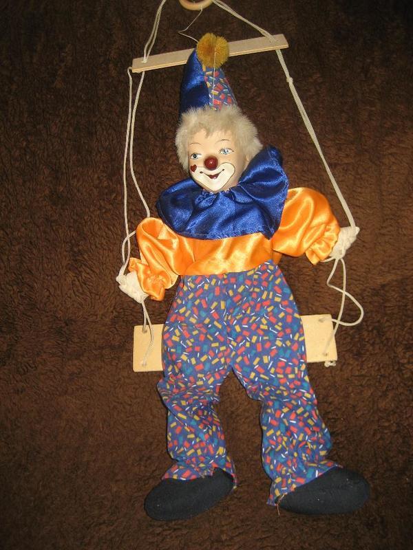 deko clown clownpuppe puppe marionette auf schaukel zum aufh ngen sammlungsaufl sung in. Black Bedroom Furniture Sets. Home Design Ideas