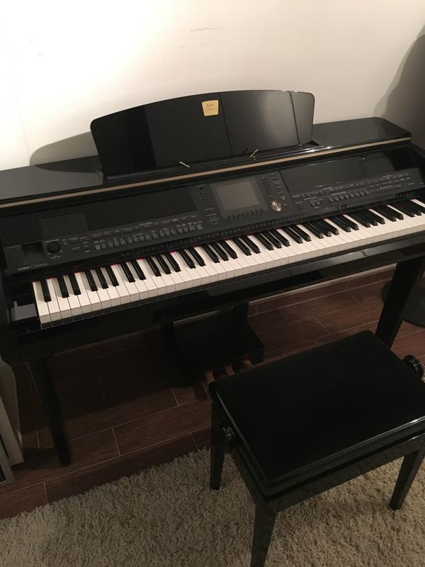 E-Piano Yamaha Clavinova CVP 405 PE - München Aubing-lochhausen-langwi - Sehr gut gepflegtes E-Piano umständehalber abzugeben. Keine äußerlichen Beschädigungen. Farbe schwarz poliert. Erstbesitz, gekauft Oktober 2008, Rechnung über 4.250.- EUR vorhanden.E-Piano wurde durch Umzugsfirma i - München Aubing-lochhausen-langwi