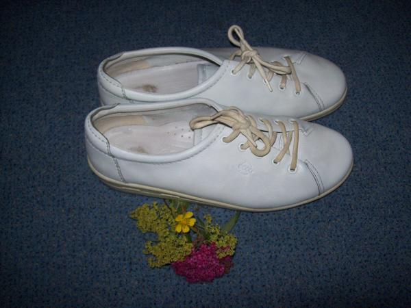 ecco Damenschuhe - Aspach - Echtleder ecco Damenschuh Gr. 40, max. 3 x getragen, wie neu.Sehen Sie auch gerne meine anderen Schuhe an, sie sind alle nie oder wenig getragen und günstig abzugeben. Für 4,50 schicke ich sie auch gerne zu. - Aspach