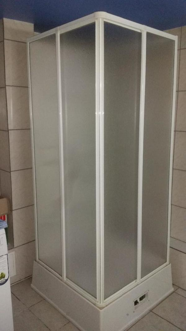 elektrische duschkabine duschtempel komplett dusche in. Black Bedroom Furniture Sets. Home Design Ideas