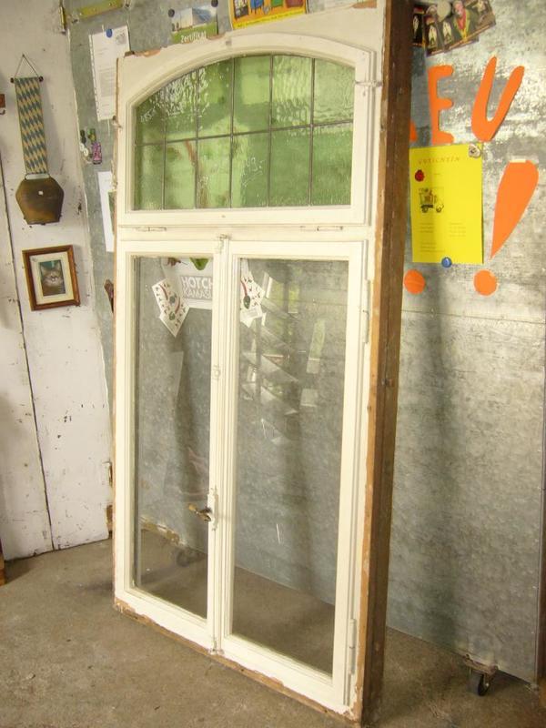 Fenster aus Holz mit Segmentbogen