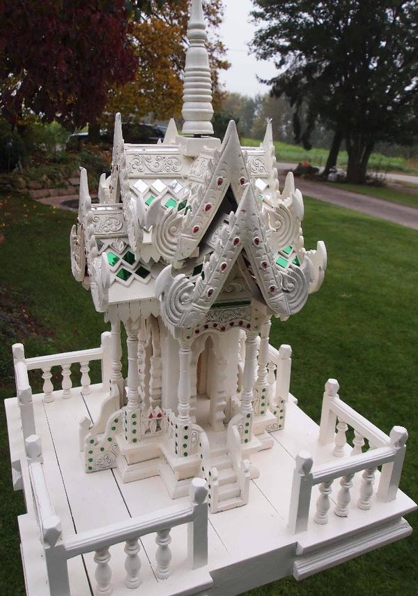 Geisterhaus Ständer Plattform weißes Tempelgeisterhaus