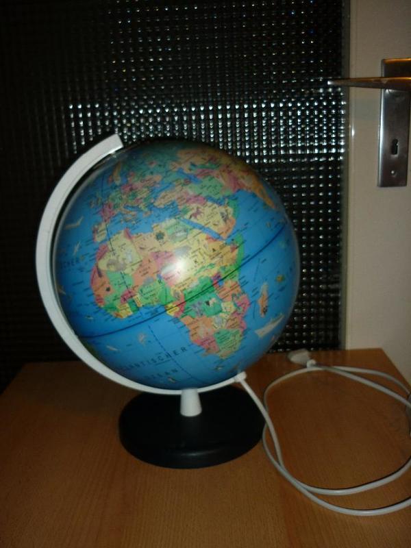 globus lampe tischlampe weltkugel beleuchtet. Black Bedroom Furniture Sets. Home Design Ideas