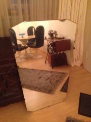 Großer Spiegel auf Holzplatte 114