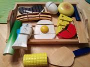 Holzspielzeug schneiden lernen