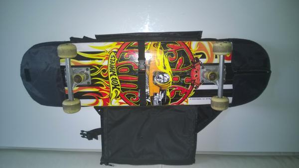 Hot Wheels Skateboard mit Tasche - Koblenz Karthause - Hot Wheels Skateboard FireboardIm sehr guten Zustand mit den normalen gebrachtsspuren.Ich gebe noch eine orginal Tragbar Skateboardtasche in wert von 25EUR dazu.Besonderes Highlight dieses Board hat einen Feuerstein an der unterseite d - Koblenz Karthause