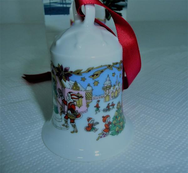 Hutschenreuter Weihnachtsglocke 1987 in OVP, zum Osterpreis. - Simbach - Zum Verkauf steht eine Originalverpackte Hutschenreuther Weihnachtsglocke aus dem Jahr 1987 Motiv Kleinstadt . Glocke wurde nur für die Fotos aus dem Karton entnommen. Glocke ist makellos einwandfrei erhalten.Bilder sind bestandteil der Anzeige - Simbach