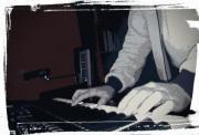 Keyboarder sucht Sängerin/