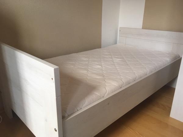 paidi vanessa great paidi beste design holzmbel wie kommode und kleinen bett im kleinen with. Black Bedroom Furniture Sets. Home Design Ideas